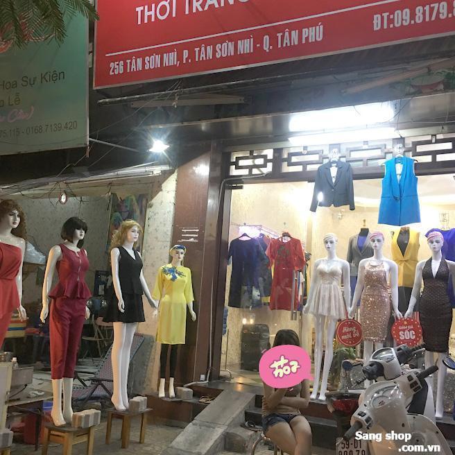 Sang Shop thời trang nữ nằm mặt tiền đường Tân Sơn Nhì