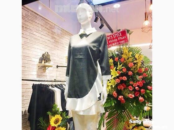 Sang toàn bộ cửa hàng thời trang bao gồm tất cả thiết bị và quần áo mỹ phẩm..