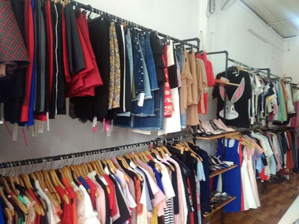 Cần sang shop quần áo người lớn và trẻ em đang hoạt động có lượng khách đông