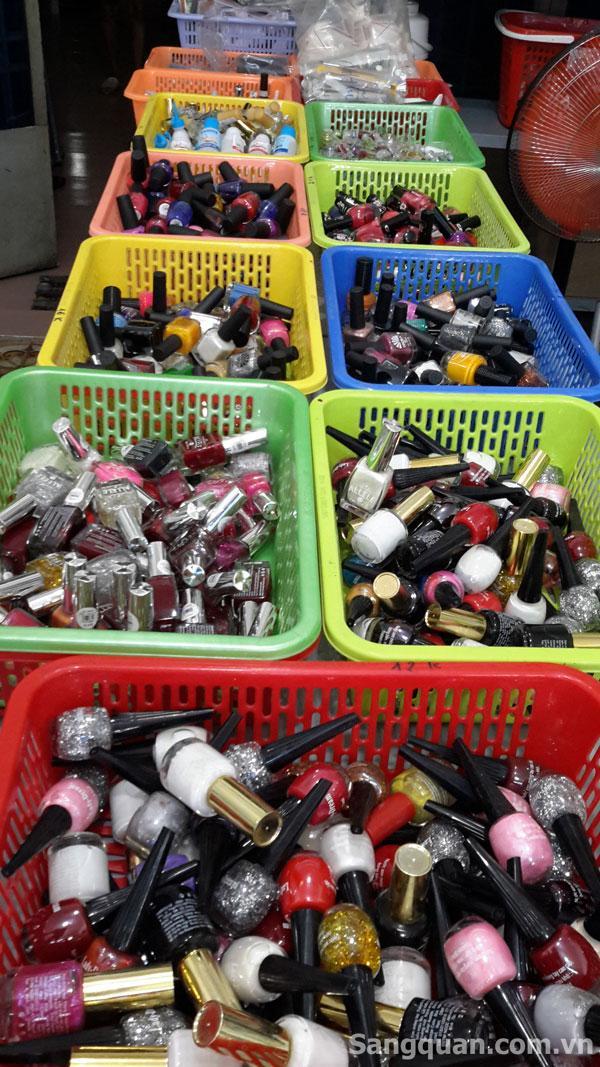 Cần sang gấp tiệm phụ liệu tóc và mỹ phẩm