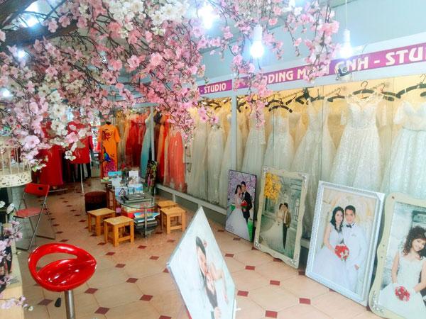 Cần sang Studio Áo cưới ngay Ngã 4 Bà Hom
