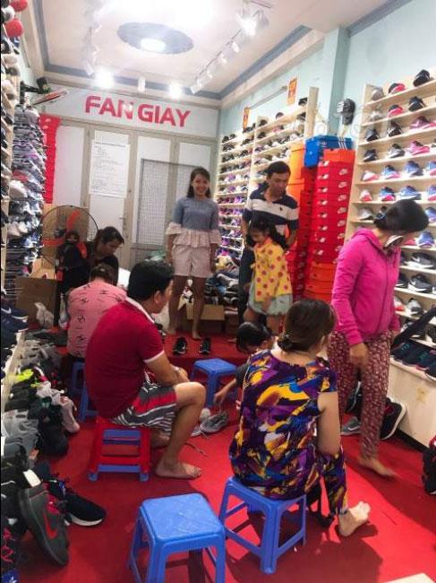 Về quê theo chồng nhượng gấp shop giày kinh doanh vào thu tiền luôn