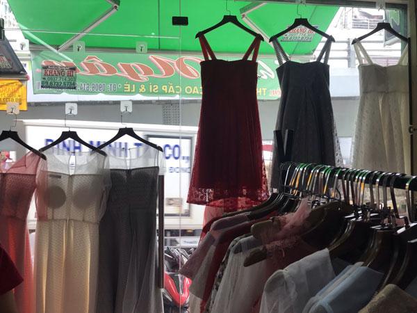 Sang shop thời trang đang kinh doanh rất tố