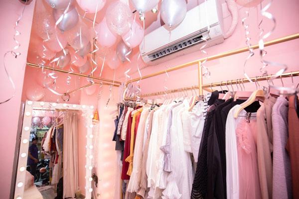 Sang shop thời trang nữ mặt tiền góc ngã 3