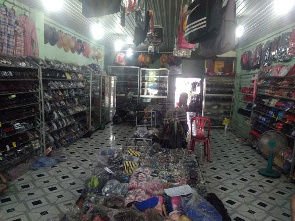 Cần sang lại shop giày dép, nón bảo hiểm, ba lô túi xách