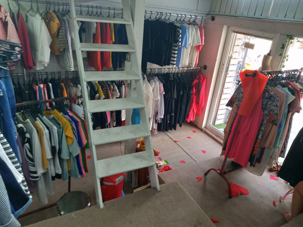Cần sang nhượng shop thời trang nữ, giày dép, túi xách