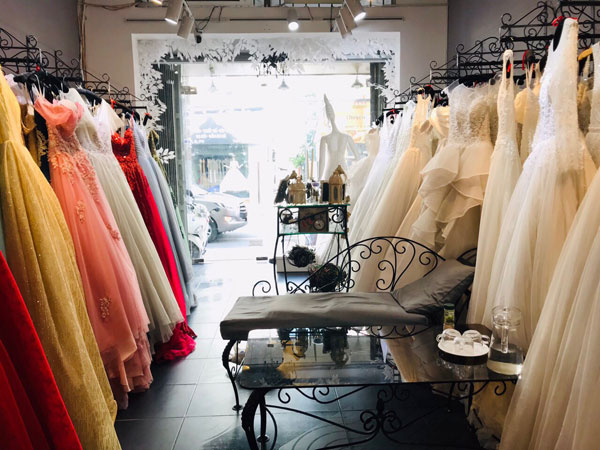 Sang GẤP studio áo cưới mặt tiền đường Hồ Văn Huê
