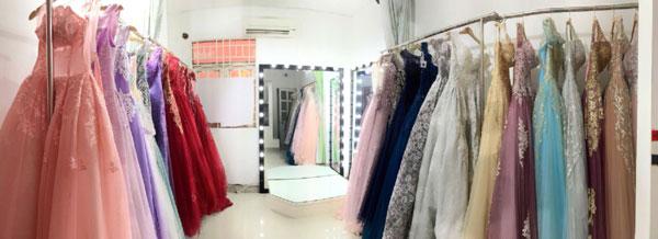 Sang studio áo cưới đang kinh doanh tốt