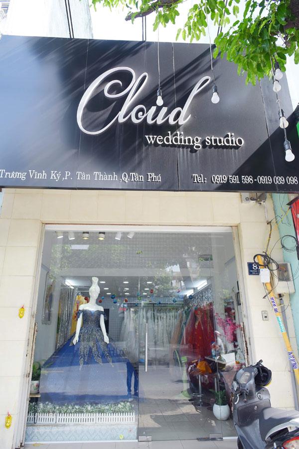Sang shop áo cưới đang kinh doanh rất tốt