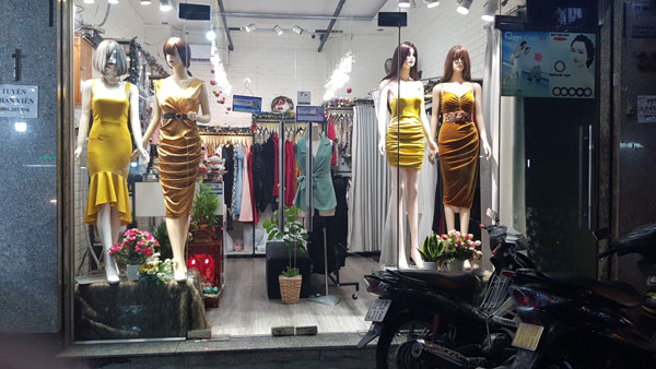 Sang nhượng cửa hàng thời trang đầm tiệc cao cấp.