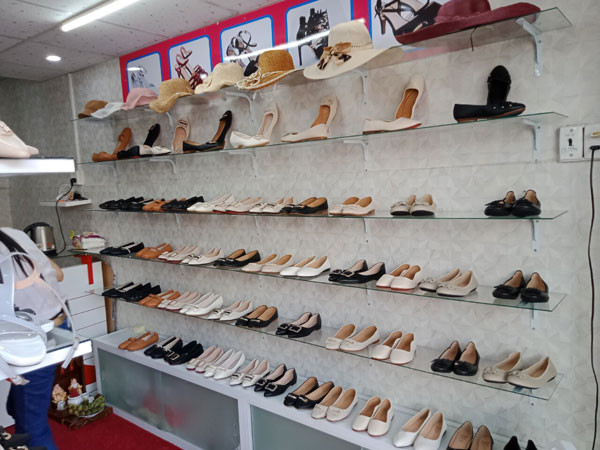 Sang shop giày góc 2 mặt tiền nhà nguyên căn