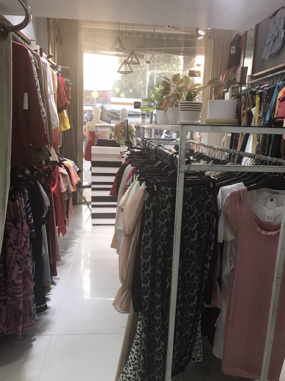 Cần sang lại shop quần áo mặt tiền đường