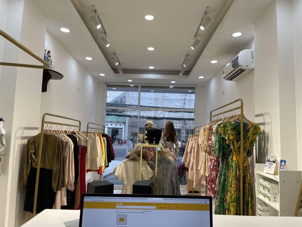 Cần sang nhượng shop kinh doanh quần áo cao cấp