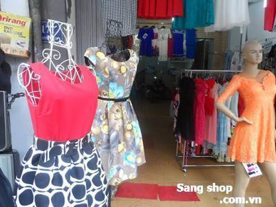 Cần sang shop quần áo quận Tân Phú
