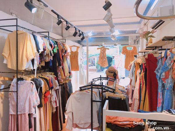 cần sang shop thời trang nữ đã kinh doanh được 4 năm.