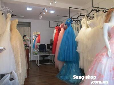 Cần sang Studio áo cưới mặt tiền Hồ Văn Huê, Q. Phú Nhuận.