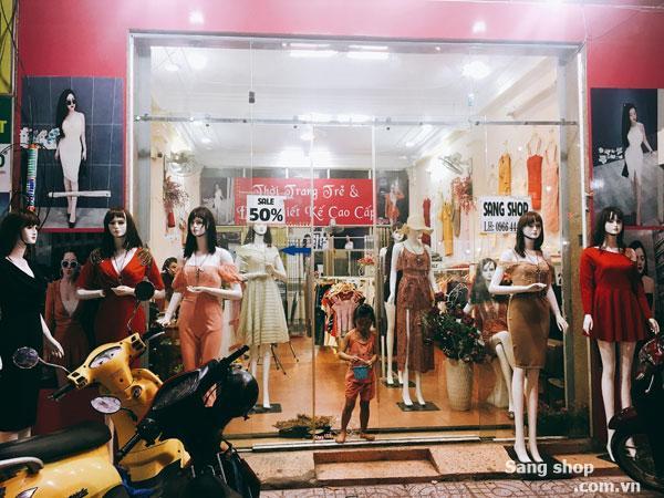 Không người quản lý Cần sang gấp shop thời trang Decor mới