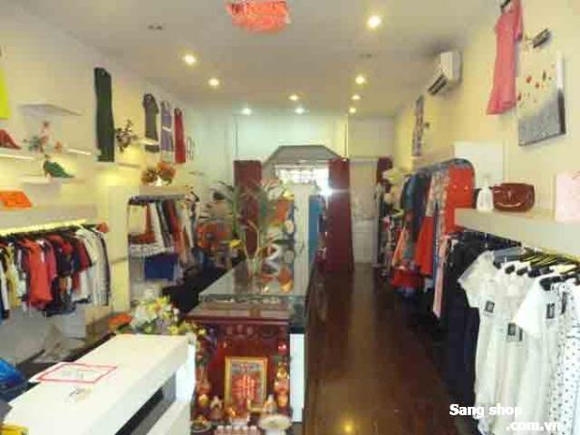 Sang kệ quần áo cho shop thời trang nữ