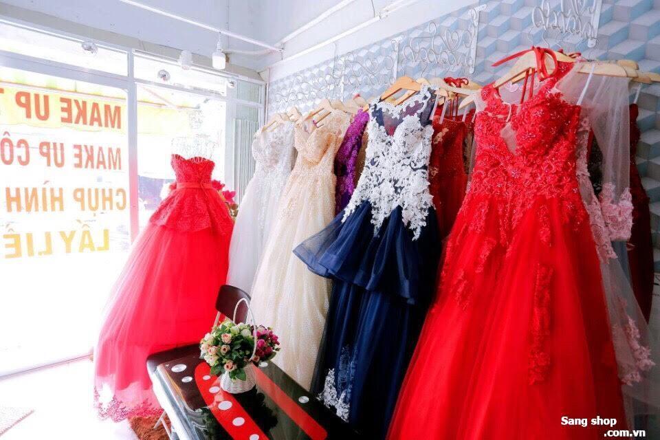 Sang mặt bằng hoặc sang studio áo cưới