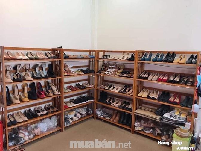 Sang shop giày đang hoạt động ổn 25m2, 1 trệt, 1 lầu.