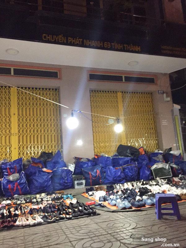 Sang shop giày dép vỉa hè mặt tiền Chi cục thuế