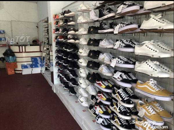 Sang shop giày thể thao mặt tiền đường Thoại Ngọc Hầu