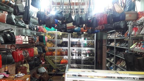 Sang shop giầy - túi xách mặt tiền đường Nhật Tảo