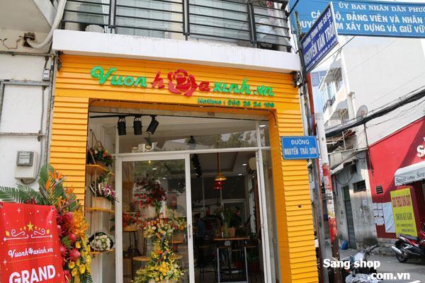 Sang shop hoa tươi doanh thu 180 triệu/tháng