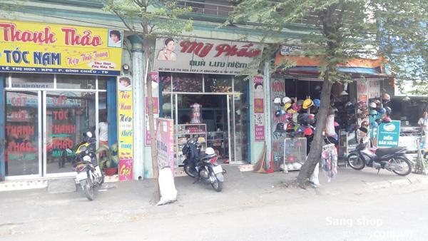 Sang Shop mỹ phẩm nằm mặt tiền đường chính