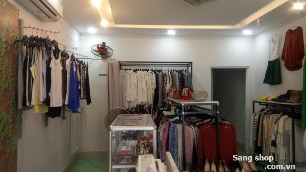Sang Shop nằm ở mặt tiền đường D2