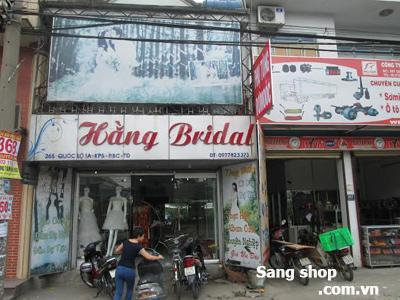 Sang tiệm áo cưới