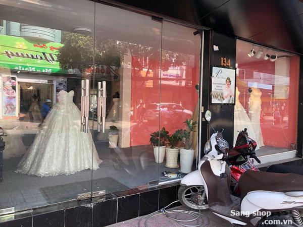Sang tiệm Trung Tâm áo cưới đường Hồ Văn Huê