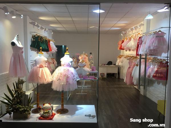 Sang toàn bộ nội thất trong shop Quận Phú Nhuận