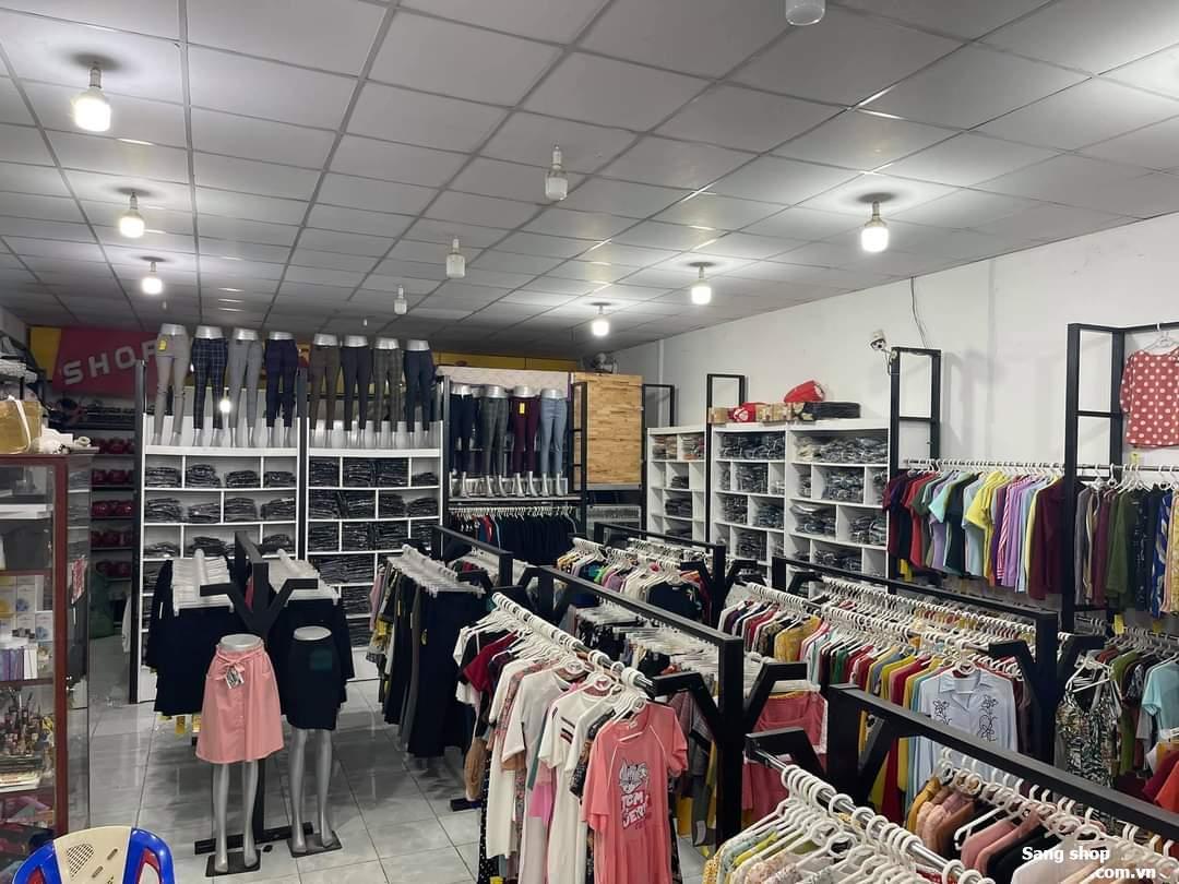 Shop vẫn đang hoạt động bình thường lượng khách ruột ổn định